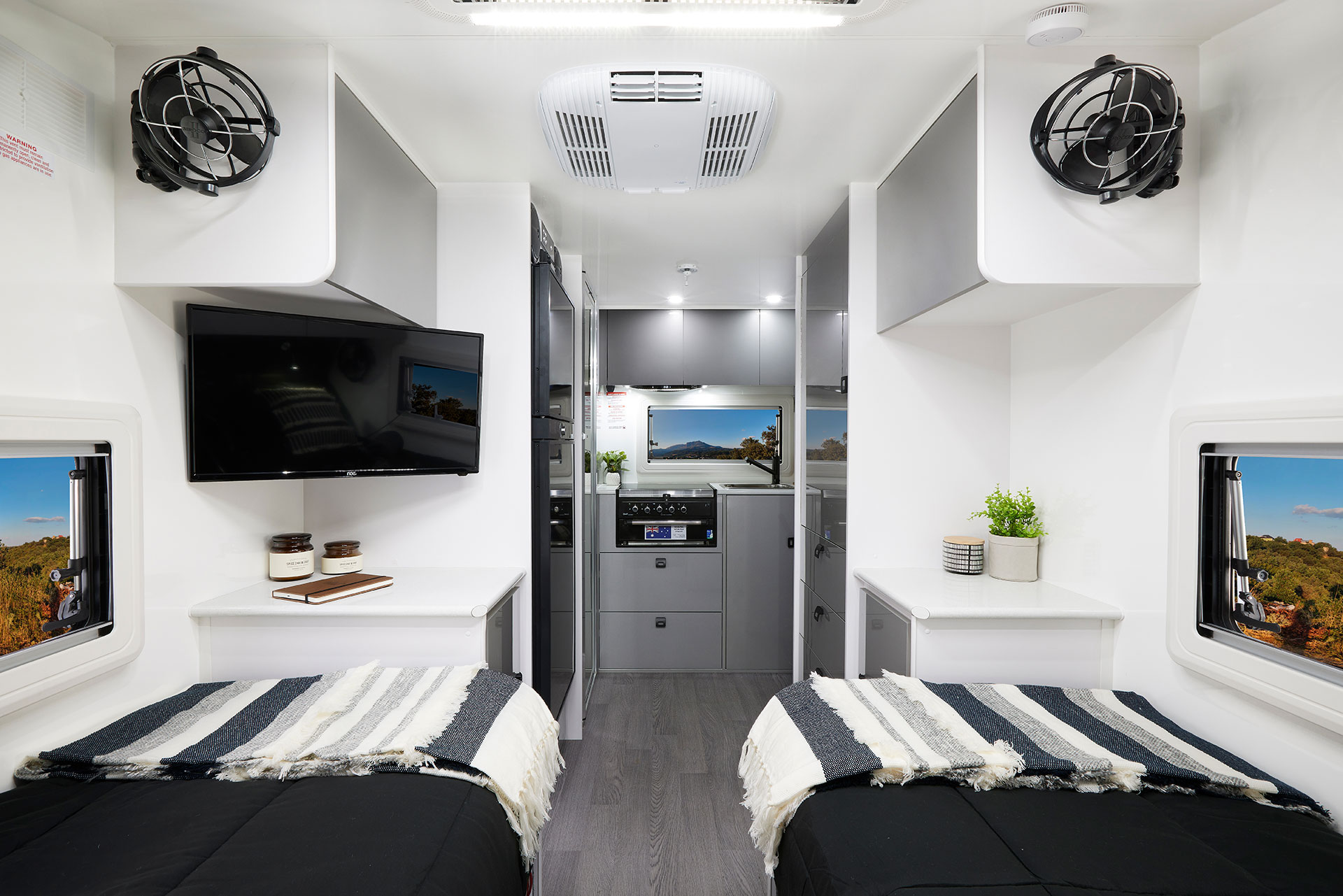 At only 14'6'' long this little beauty has everything you need to stay comfortable, including gas heater and reverse cycle airconditioner.